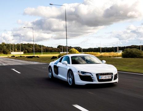 Kør Audi A8 på bane